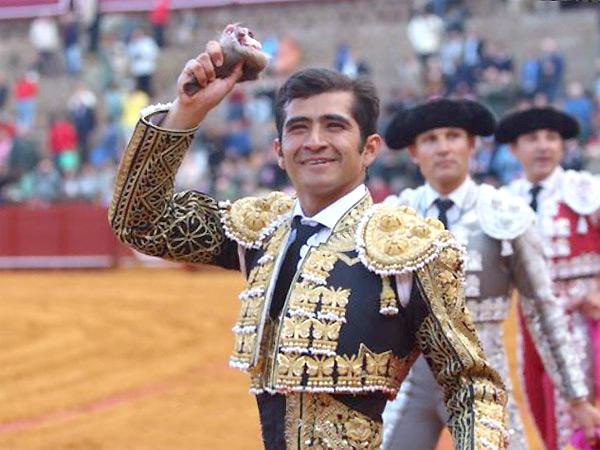 �Joselito vuelve a triunfar en Sevilla!