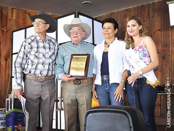 La Pe�a de Autl�n premia a Rosas Viejas