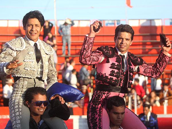 El Zapata y El Chihuahua, a hombros en Tulancingo