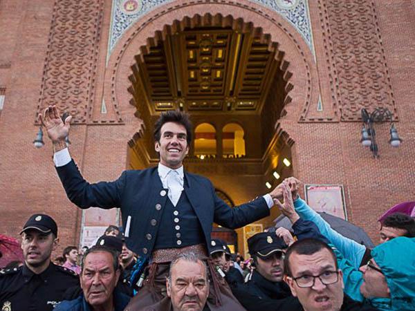 Gal�n abre la Puerta Grande de Madrid