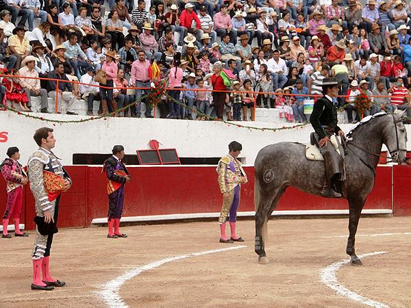 Arturo Sald�var sale a hombros en Caxuxi