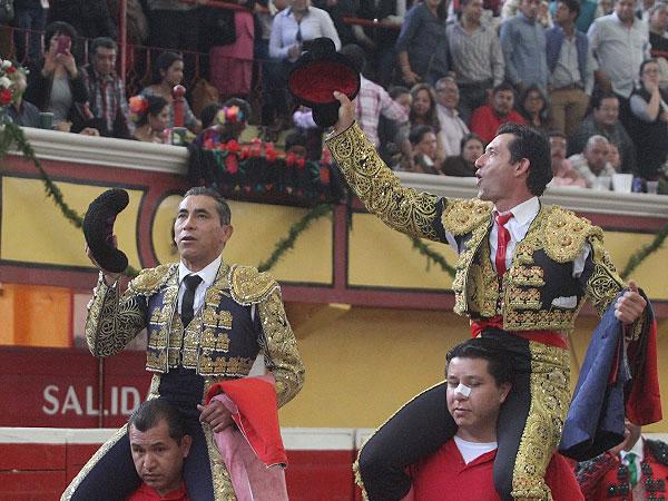 Zotoluco y Jer�nimo, a hombros en Teziutl�n