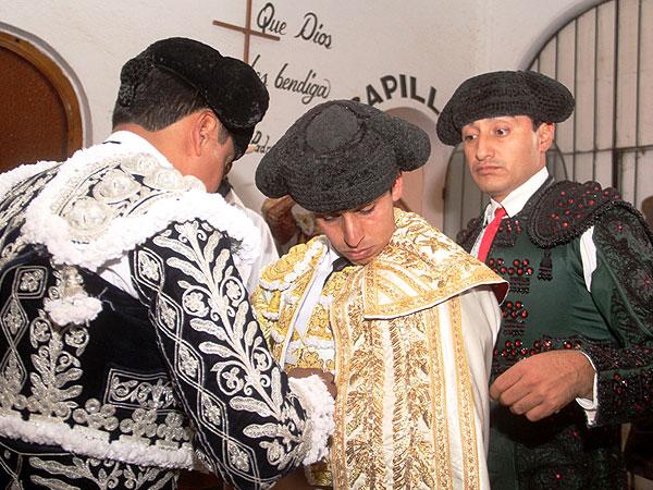 Arturo Mac�as sale a hombros en Pachuca